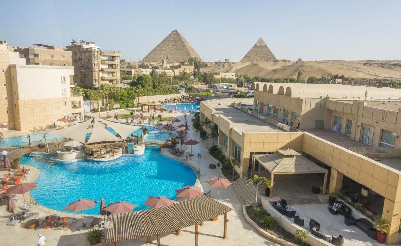 Le Meridien Pool Pyramid View